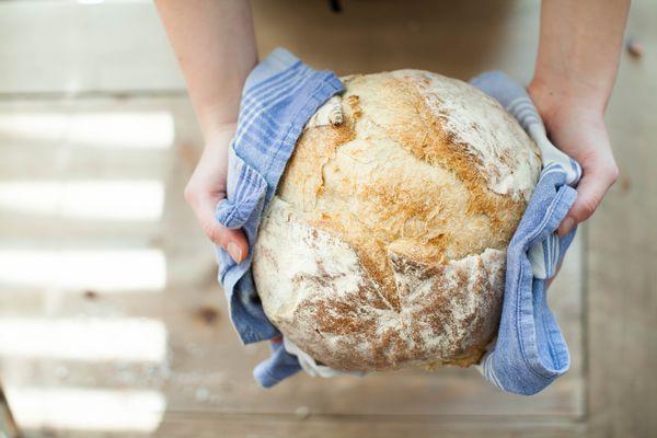chleb bez zagniatania upieczony w domu