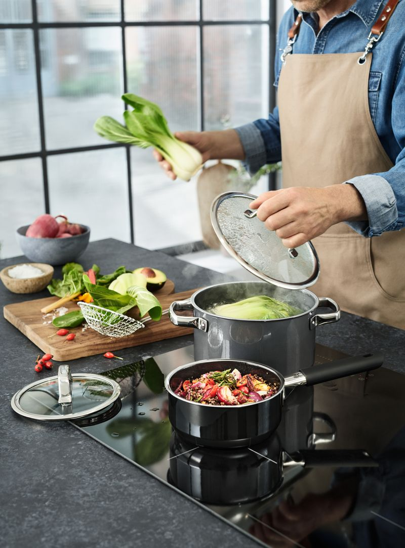 garnki ceramiczne i stalowe - gotowanie w garnkach WMF Fusiontec