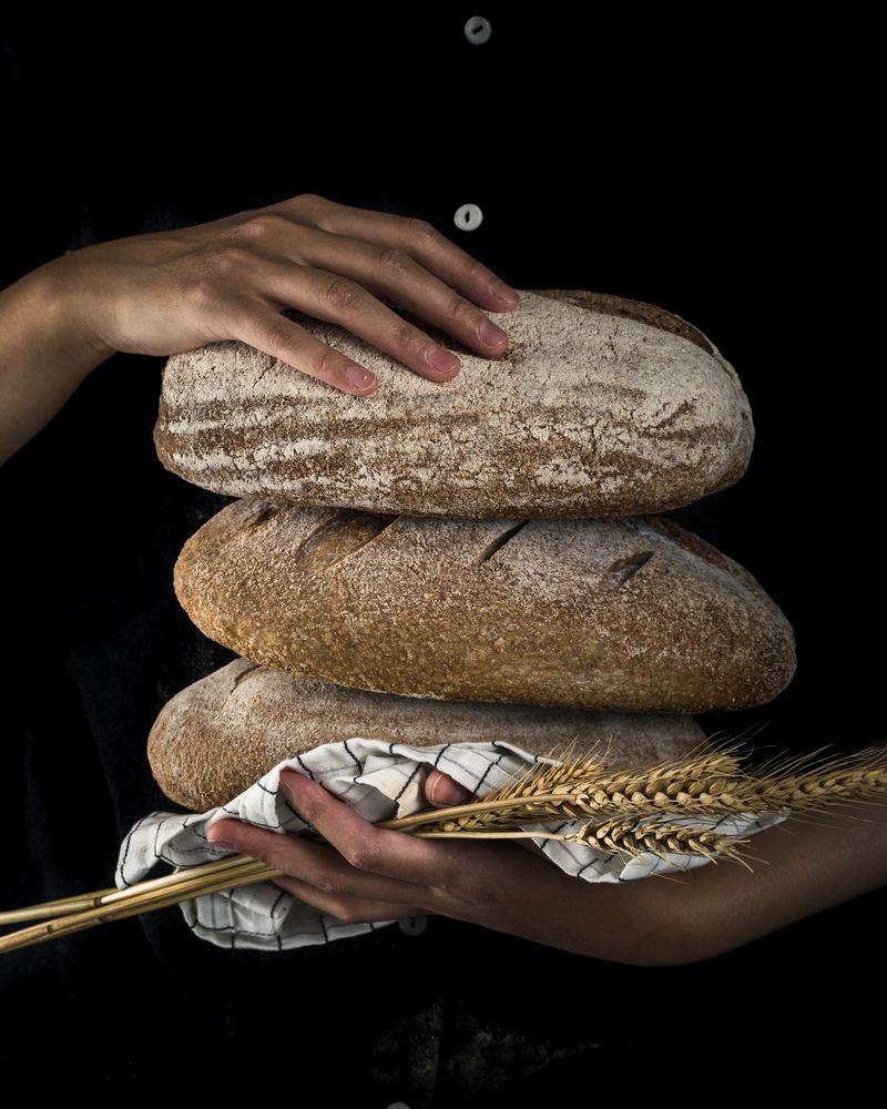 historia i tradycje związane z chlebem - chleb stanowił ważny element specjalnych okazji