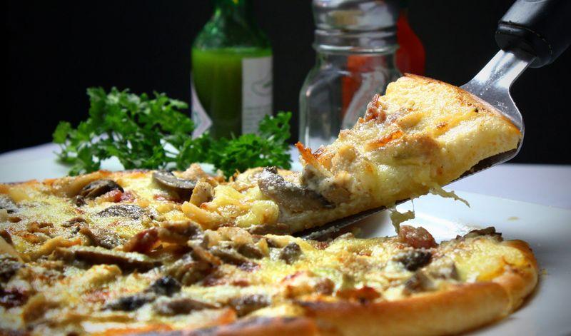 śmietanowy sos do pizzy